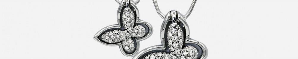 Wholesale rhinestone and swarovski necklaces in various sizes